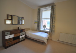 North Berwick 1st floor seafront self catering