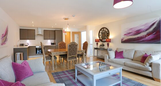 1V7A9418 - Stylish open plan living/kitchen/dining area in Edinburgh holiday home.