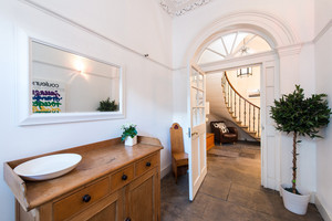 Albany Street Townhouse Entrance - Bright and spacious entrance to Georgian Townhouse in Edinburgh