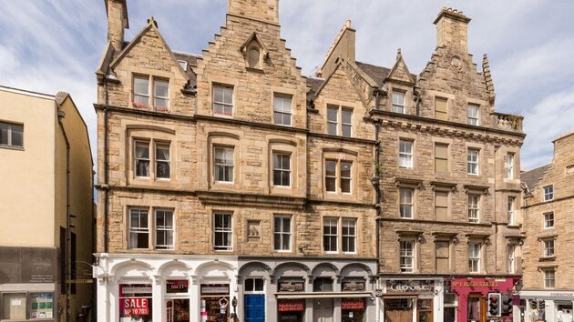John Knox Holiday Apartment - 2 Bedroom Edinburgh Holiday let on the Royal Mile in Edinburgh city centre. (© innerCityLets)