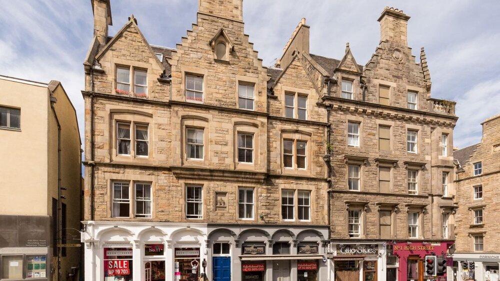 John Knox Holiday Apartment - 2 Bedroom Edinburgh Holiday let on the Royal Mile in Edinburgh city centre. (© innerCityLets)