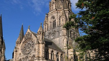 Large cathedral in Edinburgh against a blue sky