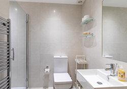 Castle View Apartment King-size Bedroom w en-suite 7a