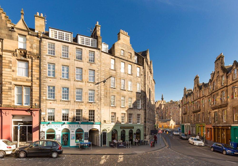 Spacious Self-Catering Edinburgh Apartment in Grassmarket ...
