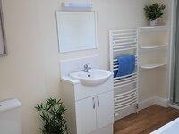 Gleann Fia family bathroom