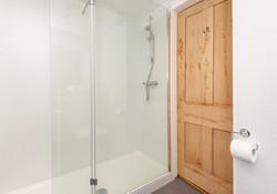 St Giles Edinburgh Self Catering Ltd shower
