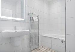 High-Street-family bathroom