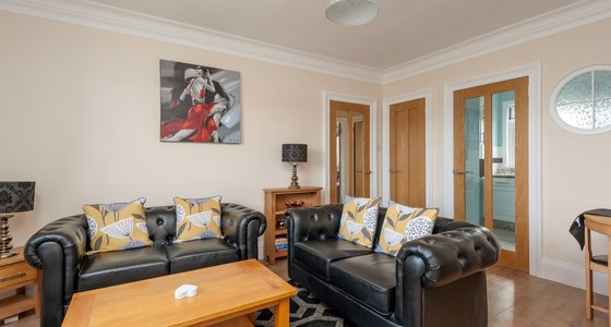 Findlay Gardens 1 - Bright and spacious living room with comfortable sofas in Edinburgh holiday let