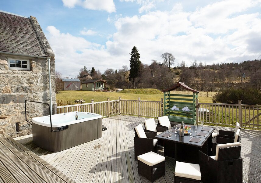 The Maltings - luxury lodge with a hot tub