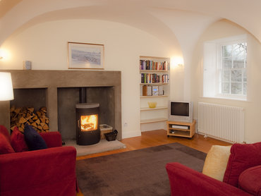 Garden Level Living Area - The warm garden level living area has a feature fireplace. (© The Edinburgh Address)
