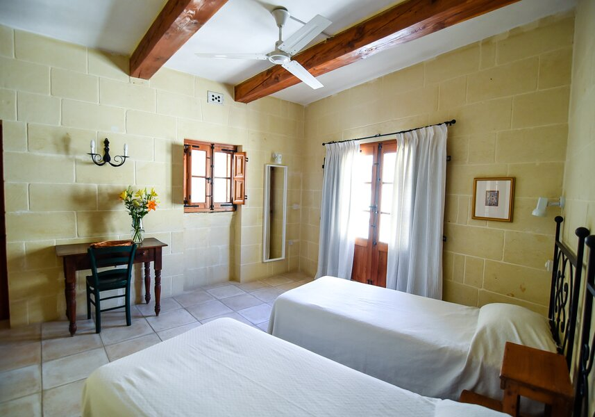 20. Twin bedroom with ensuite and balcony