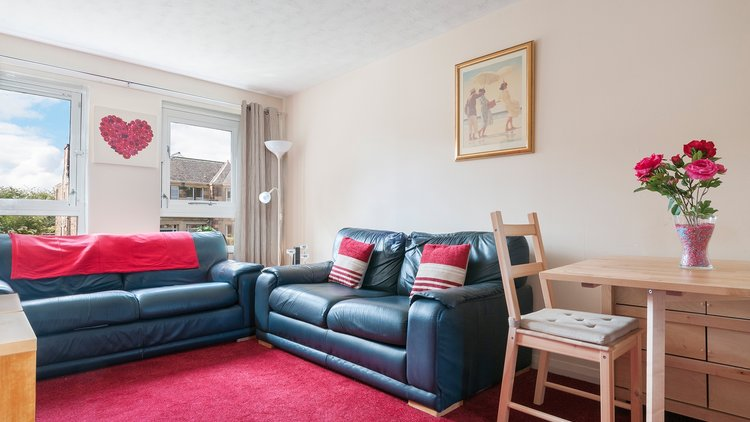 Polwarth-Terrace-05 - Lounge with blue leather sofas and red carpet