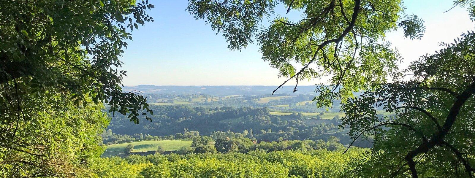 Badefols d'Ans - View to Hautefort from Badefols'Ans (© Voilà Villas Dordogne)
