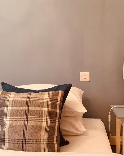 High Street (Royal Mile) 2 - Decorative cushions on double bed in city centre Edinburgh holiday let