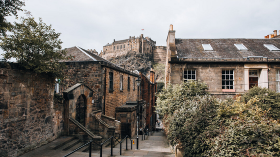 26 Conference of Parties stay in Edinburgh accommodation (© connor-mollison-unsplash)