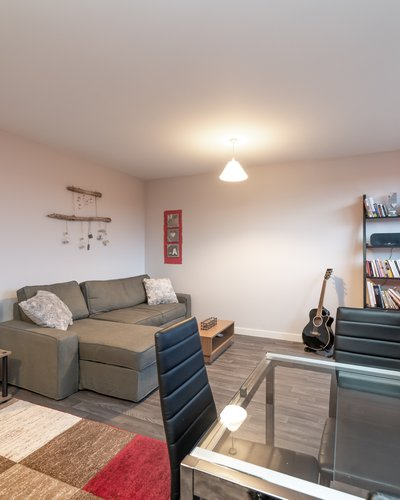 Lochend Park View (New) 2 - Contemporary open plan living room / kitchen in Edinburgh holiday apartment