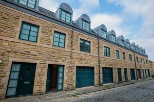 4 Bedroom Edinburgh holiday let with private garage