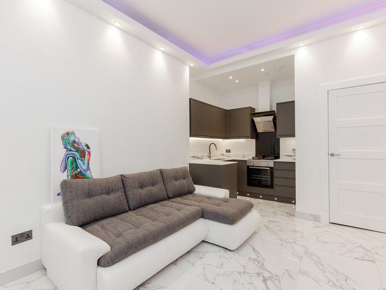 Lounge-Kitchen (3) - Ultra-modern open plan living/kitchen area in Edinburgh holiday let