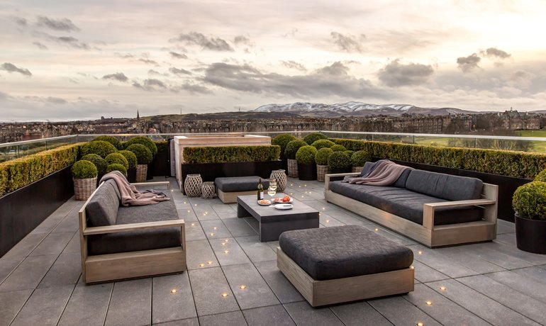 Terrace with Hot Tub (© The Edinburgh Address)
