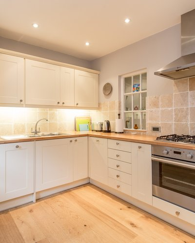 Dean Path 2 - Bright, contemporary family kitchen in Edinburgh holiday let