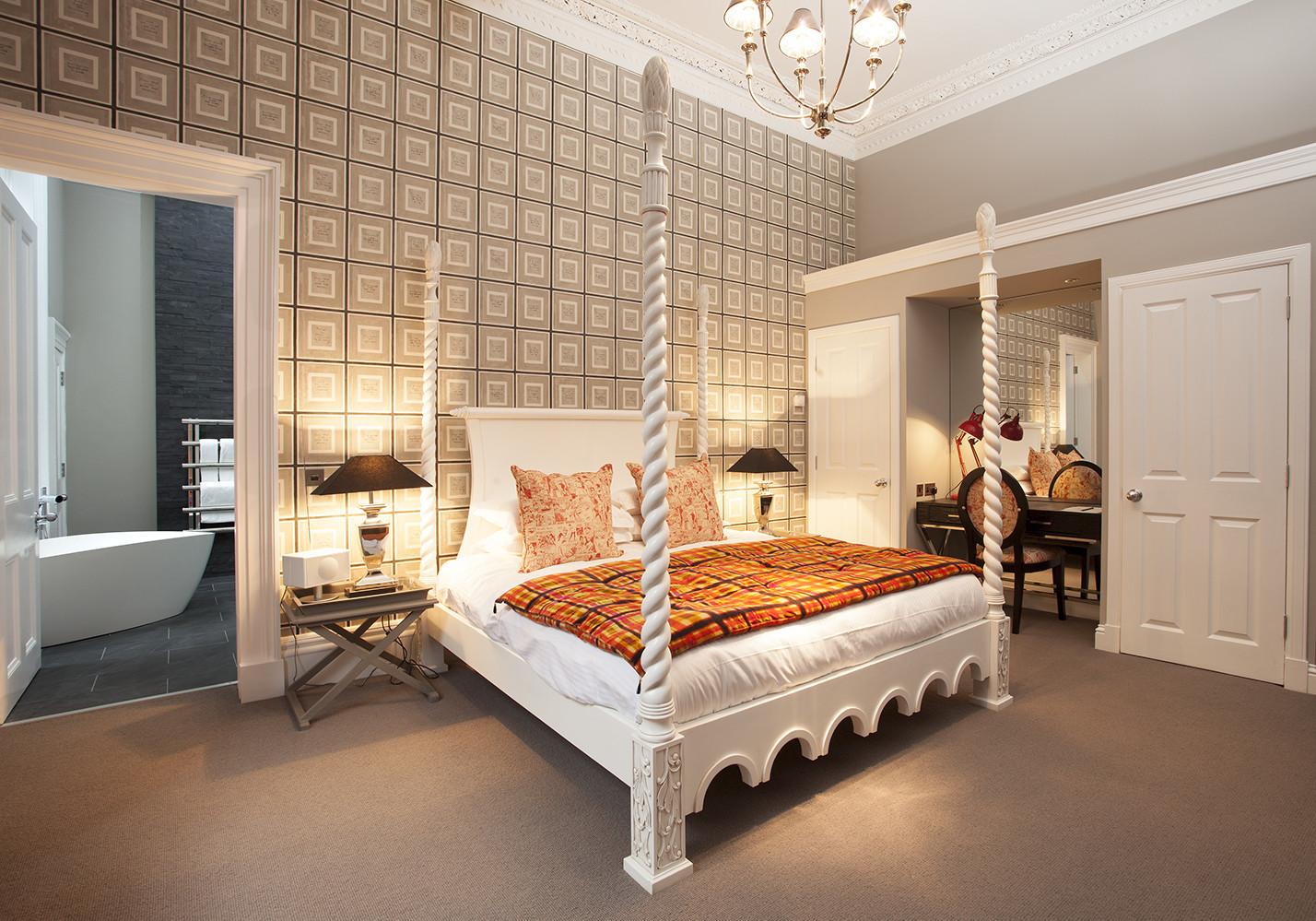 Spacious Kingsize bedroom with en-suite bathroom