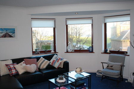 Beach Point self catering holiday apartment - Sitting room with amazing sea views