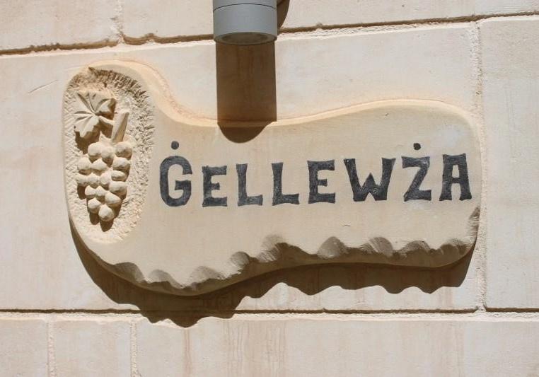 Gellewza name tag