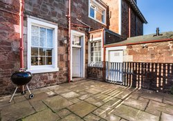 Firth View, beachfront holiday home East Lothian