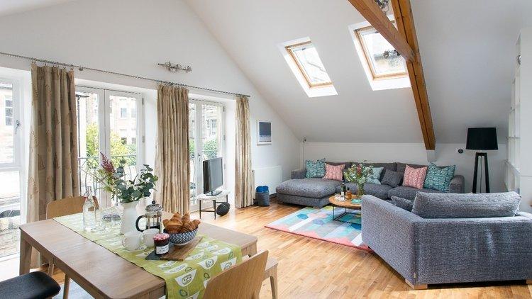 12.Stunnig spacious open plan lounge area (© The Edinburgh Address)