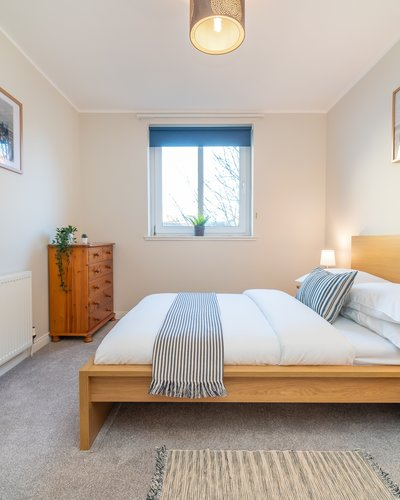 Waverley Park Terrace 2 - Double bedroom in Edinburgh holiday apartment.