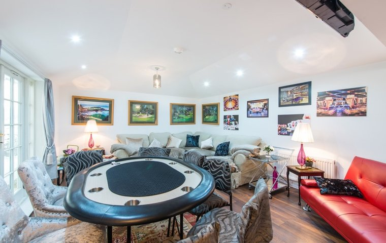 Photo of City Centre Townhouse- sleeps 14