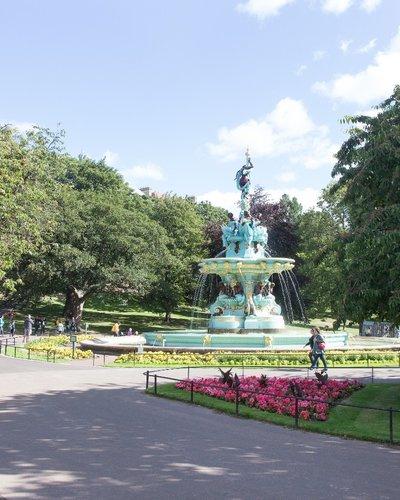 44.Local Area - Ross Fountain Princes Street Gardens (© The Edinburgh Address)