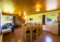 2019-05-17 Three bed dining+lounge