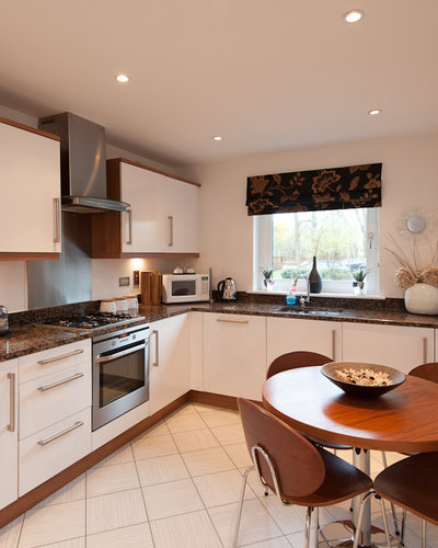 Corstorphine_03 - Large bright kitchen with seating for 4 guests