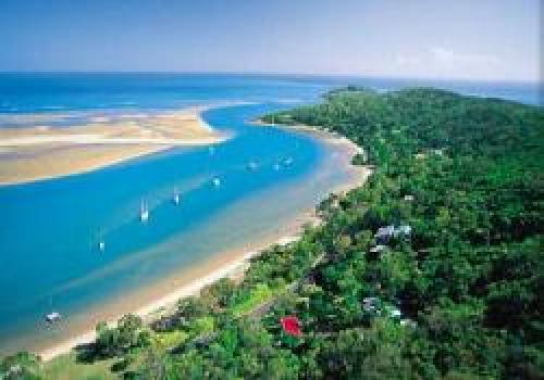 Dunk Island Holidays: Captain Cook Holiday Village, Town Of 1770, Bundaberg