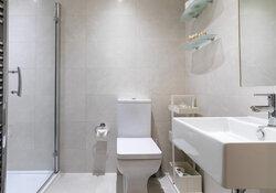 Castle View Apartment King-size Bedroom w en-suite 7b