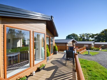 Wrap-around Decking - Ashey - Wight Holiday Lettings - Wrap around Decking