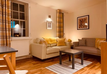Cowgatehead 1 - Beautiful holiday apartment in the historic centre of Edinburgh featuring stylish accessories.