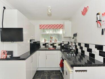 Kitchen - Sandown - Wight Holiday Lettings - Kitchen