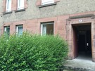 The entrance to the building has a few steps up (© AJEM Self Catering Edinburgh)