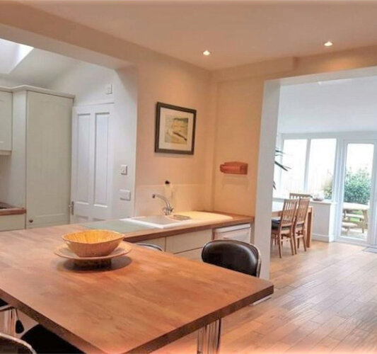 Wight Holiday Lettings - Kitchen