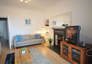 Large holiday home in North Berwick, sleeps 10 - Spacious living in central North Berwick (© Coast Properties)