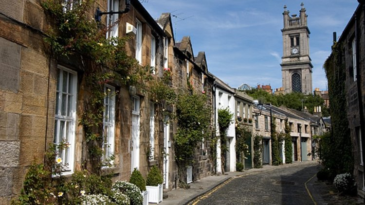 circus lane - View of Circus Lane from West end