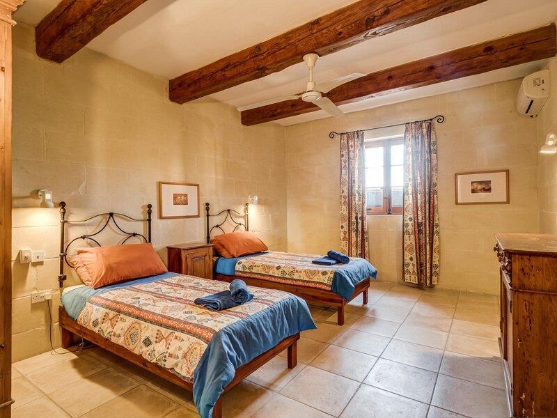 25. Twin bedroom