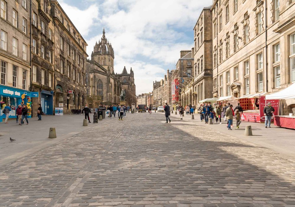 Stunning One Bed Holiday Apartment, Edinburgh's Royal Mile ...