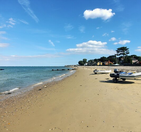 Miles of sandy beaches! - Seaview - Wight Holiday Lettings