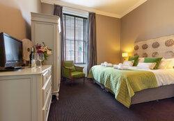 Castle View Apartment King-size Bedroom w en-suite 2