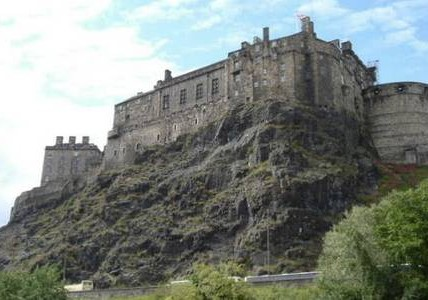 The apartment is next to Edinburgh Castle