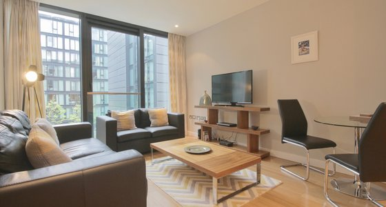 Simpson Loan (New) 1 - Spacious open plan living/dining area in Edinburgh holiday let