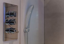 28.Shower Room